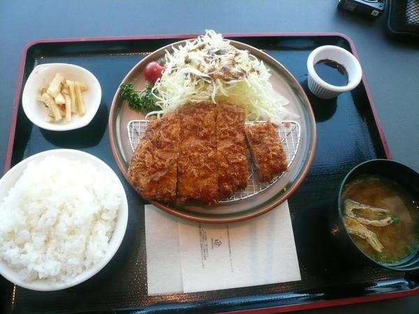 成田機場的豬排飯