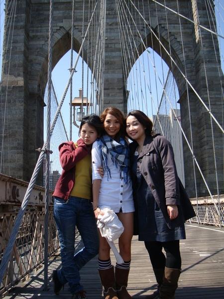 Brooklyn Brige 布魯克林大橋三人合照