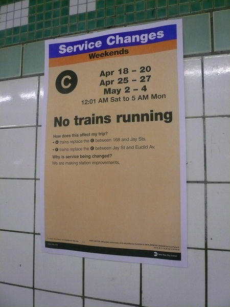 紐約的電車天天都壞,要仔細看貼的告示,以免坐錯車or等無車