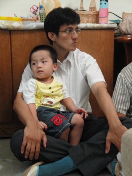 只有宏雄叔叔可以讓小葡萄乖乖