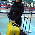 大黃與我在機場登機前.jpg