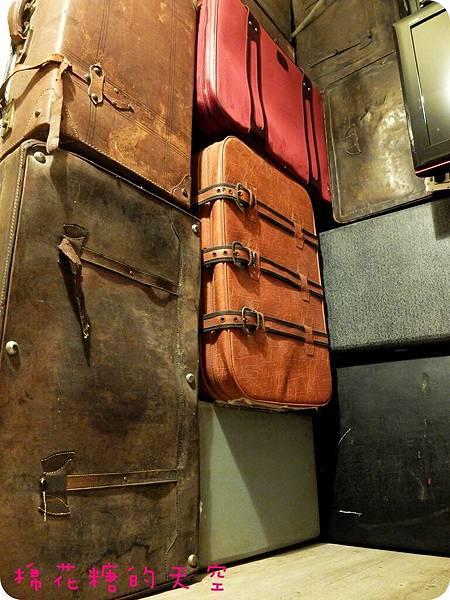 00行李箱牆1
