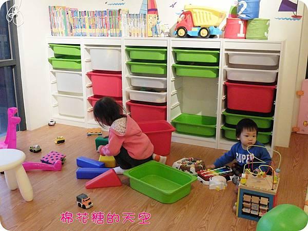00二樓玩具區.JPG