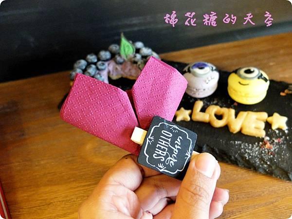 1437394811 293157916 n - 《台中甜點》藏在巷子裡的LOVE PEACE,超萌小小兵馬卡龍在這裡~