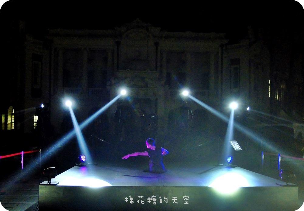1444999410 1060999254 - 【熱血採訪】臺中光影藝術節第二波!臺中舊州廳華麗登場,壯觀光束舞動搭配優雅舞者律動,大家一起來循著光影軌跡、穿梭時空旋律~