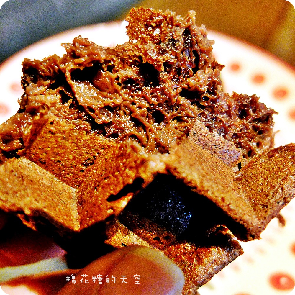 1446260160 1122399980 - 《台中咖啡》藏在住家大樓裡的MT49 Cafe芒果樹49號咖啡店,超用心法芙娜巧克力鬆餅外酥內軟好美味呀!