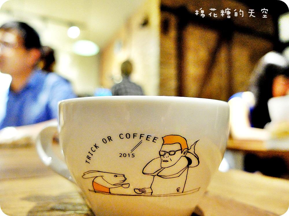 1446260228 1844645743 - 《台中咖啡》逢甲夜市裡也有老宅改建咖啡店!好日咖啡深夜傳來不只咖啡香,還有好料義大利麵~
