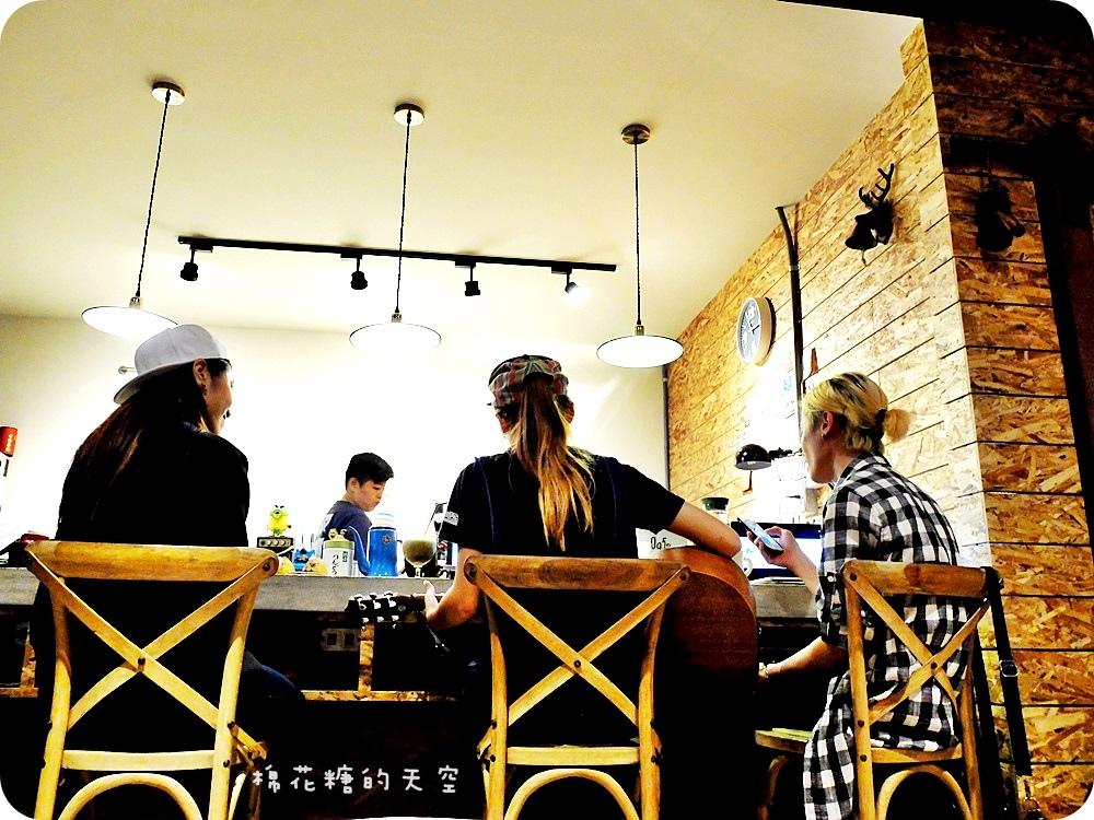 1446260235 2929789570 - 《台中咖啡》逢甲夜市裡也有老宅改建咖啡店!好日咖啡深夜傳來不只咖啡香,還有好料義大利麵~