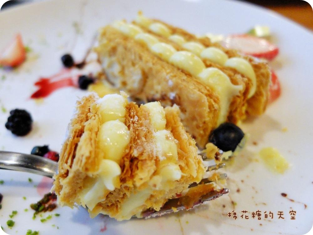 """1450761195 500334924 - 《台中甜點》窩在巷子裡的甜點店""""窩巷""""季節限定草莓塔鮮紅欲滴~每日限量的喔!還"""