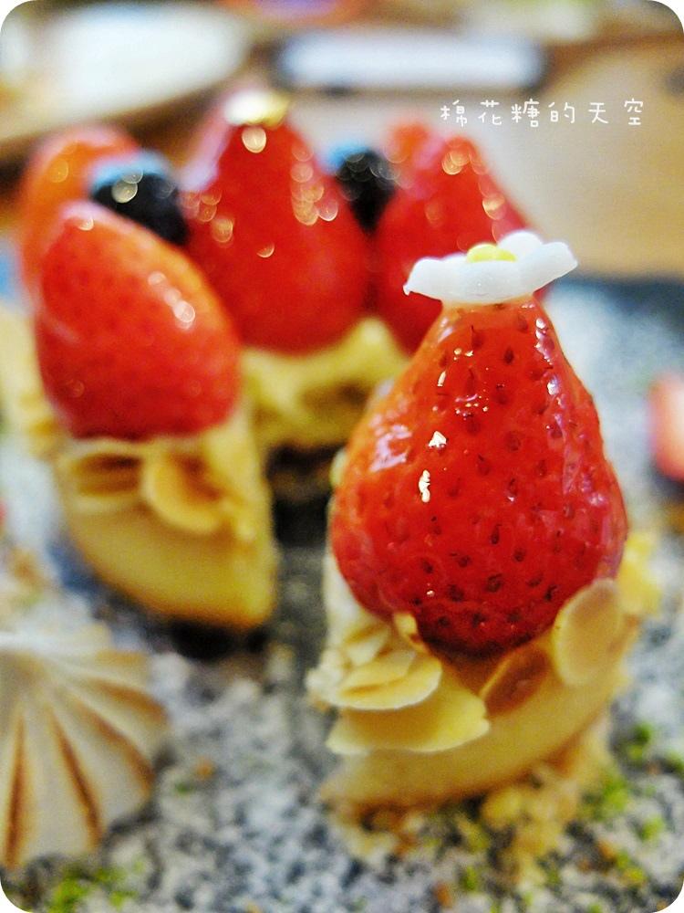 """1450761197 4161585011 - 《台中甜點》窩在巷子裡的甜點店""""窩巷""""季節限定草莓塔鮮紅欲滴~每日限量的喔!還"""