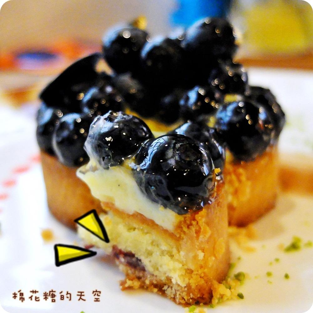 00藍莓塔3.JPG