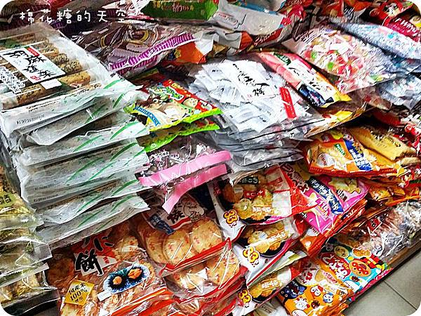 "1454134343 1845217048 n - 《台中購物》第三市場裡的田宇生活用品滿滿都是日本進口零食餅乾~還有超級多可愛""飯友""~媽媽們小心!慎入~~"