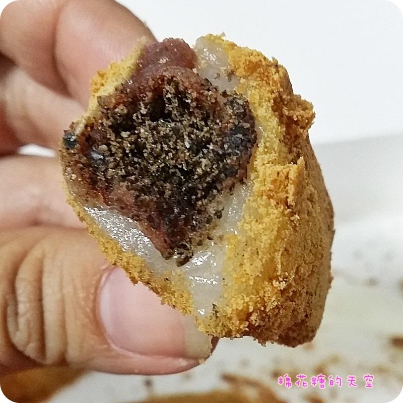 1456304676 3578161271 - 《台中小吃》草屯麻糬在台中!雖然看起來有點像……但是一顆可以吃到花生、紅豆、芝麻~還有QQ麻吉皮,怎麼能不愛?