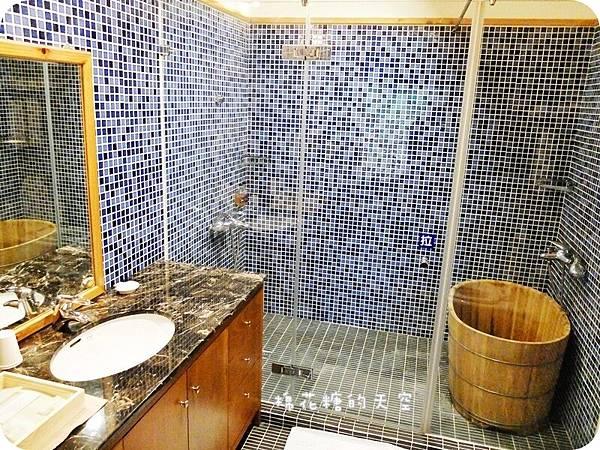 01房間浴室.JPG