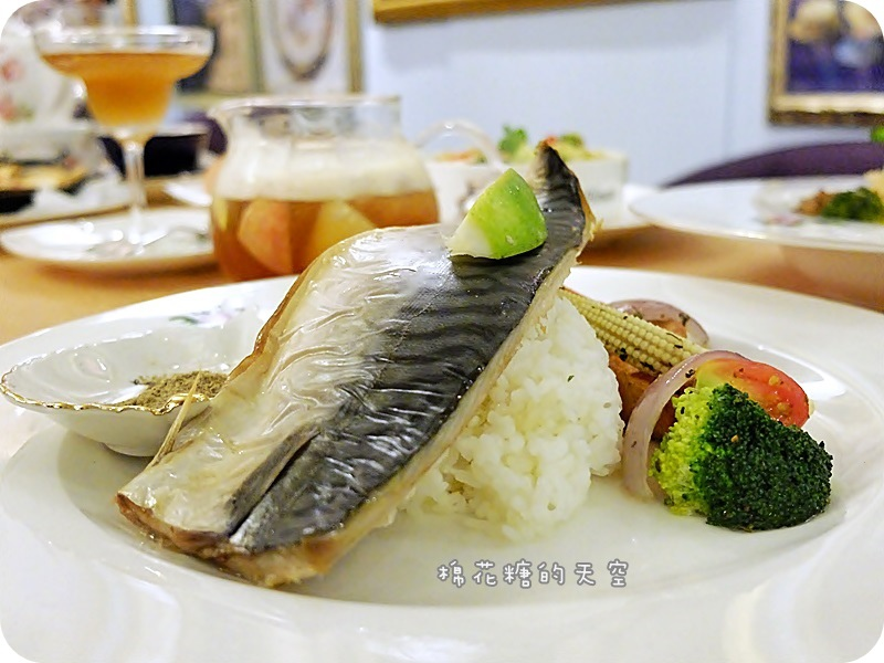玫瑰園餐點魚.JPG