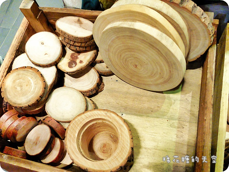 1469347984 3624305441 - 《台中購物》金典農夫市集發現亮點!原木製作各式盆栽~美麗蘭花、小巧多肉都有美美的家囉!