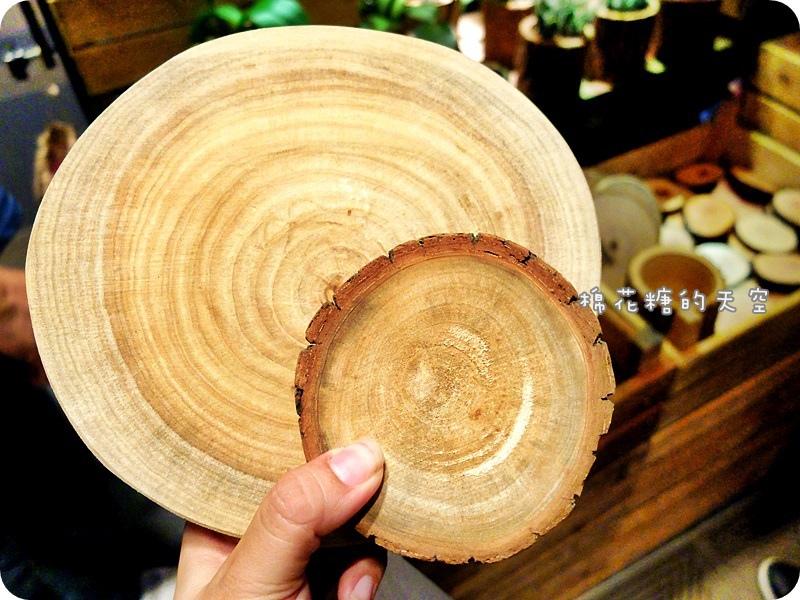 1469347986 955584910 - 《台中購物》金典農夫市集發現亮點!原木製作各式盆栽~美麗蘭花、小巧多肉都有美美的家囉!