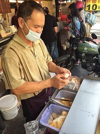 【台中小吃-素聖,祖傳の手工麻糬】東海商圈新進美食!一粒10元有包內餡的手工麻糬!