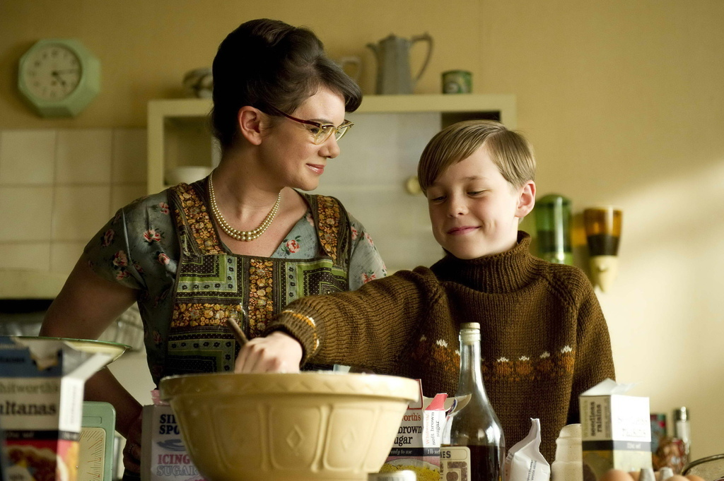 T-1104 (l-r) VICTORIA HAMILTON as Mum, OSCAR KENNEDY as Young Nigel Slater.jpg