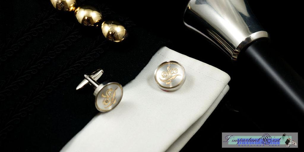 綵束金紋白底袖扣