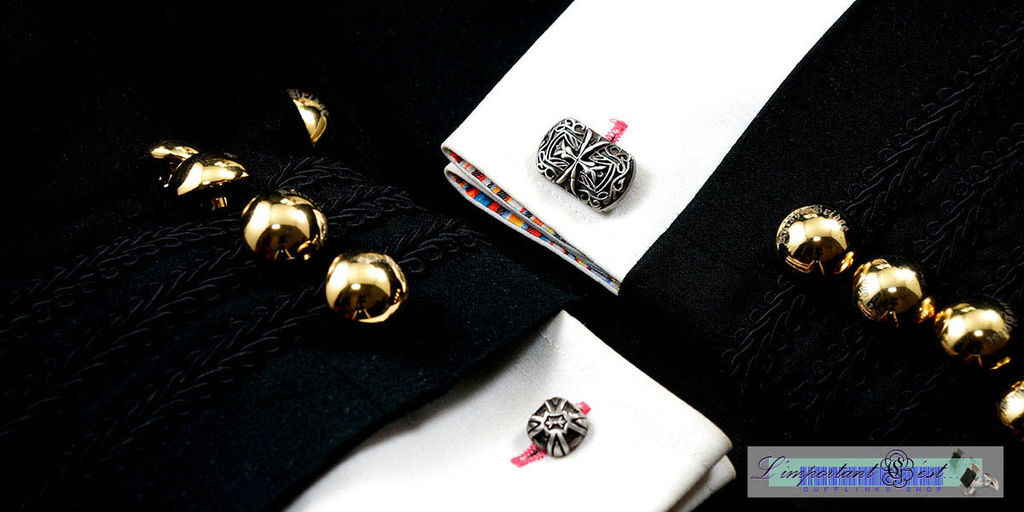 十字弧盾袖扣