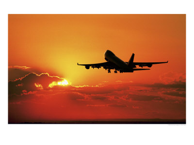 531415~Avion-de-pasajeros-despegando-al-atardecer-Posters[1]