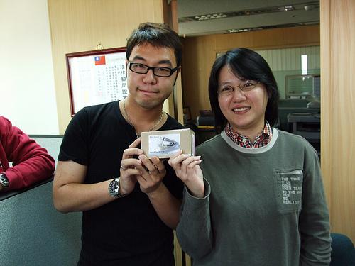 Eric抽到Tifa的,像訂書針一樣的東西,可以縫扣子,很酷。