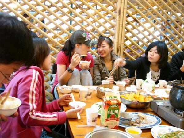 吃山菜,很巧,是大學時來的那間 !