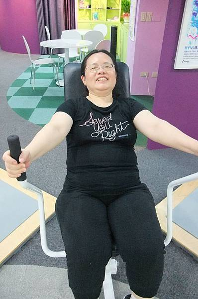 明珠姊做運動都好開心啊!