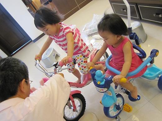 騎著腳踏車 02.jpg