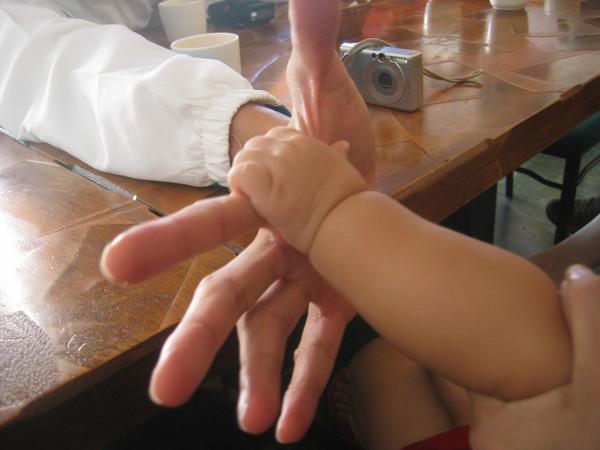 我跟小鄧叔叔的手手