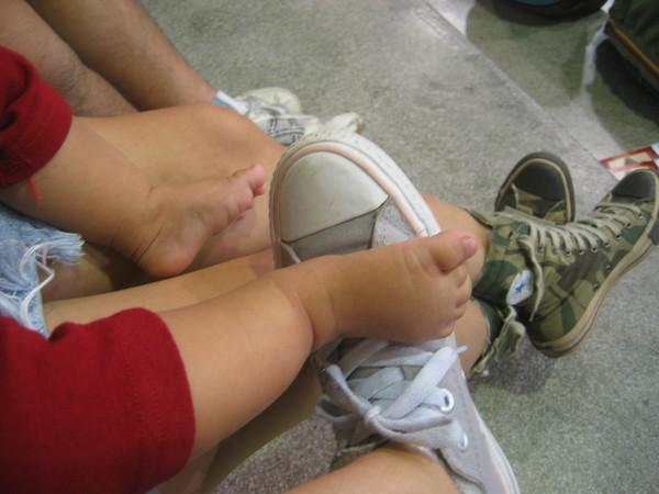 我跟椅子阿姨的鞋鞋