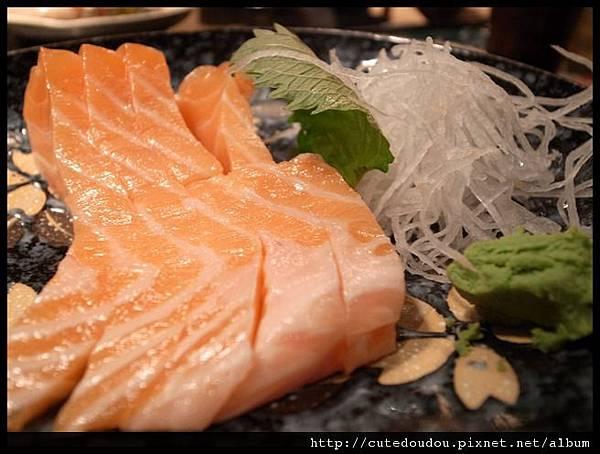 春日日式料理  鮭魚生魚片