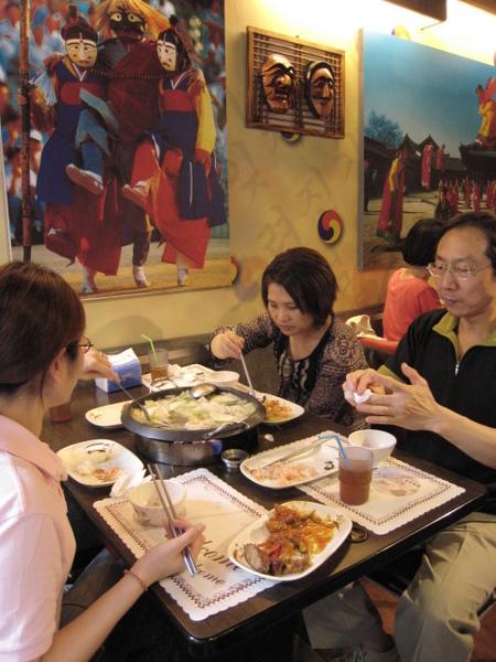 網路人氣推韓式烤肉+火鍋