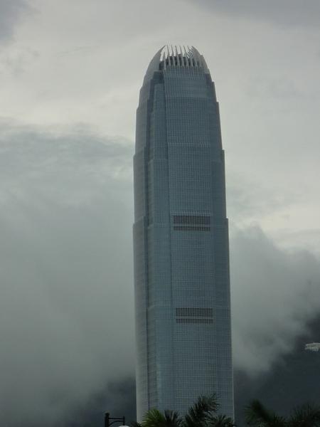 很像怪獸的手..老公說香港的大樓都是藝術