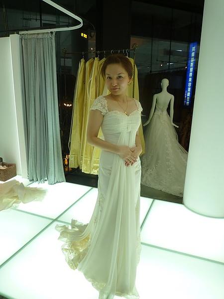這一件超像鐵達尼號中穿的衣服^^我很喜歡,可是我太