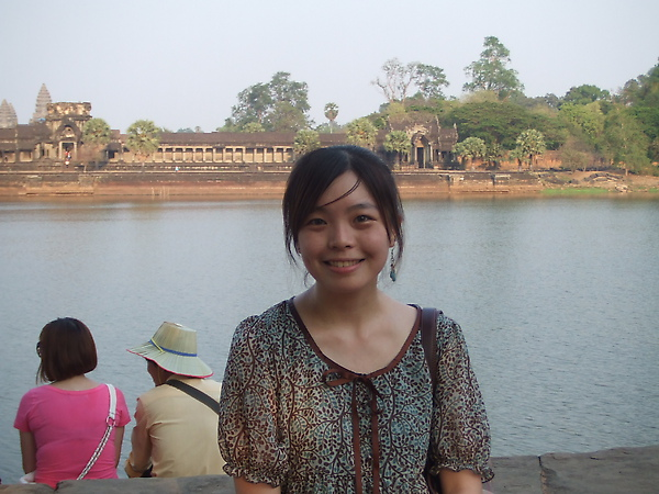 小吳哥地護城河,也有海洋包圍高塔的說法