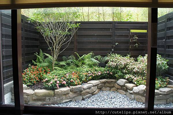 湯屋外小庭園