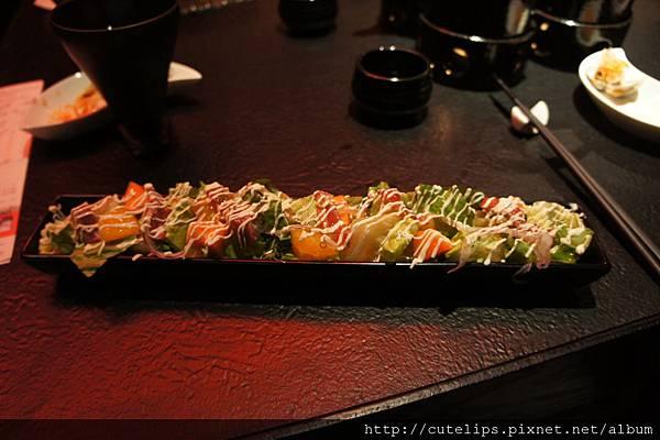 生牛肉果蔬沙拉