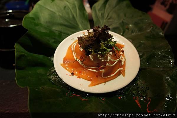 洋蔥燻鮭魚刺身
