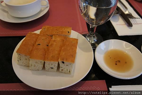 油醋&佛卡夏麵包