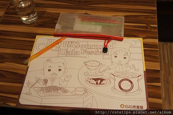 為小朋友準備的畫筆及紙