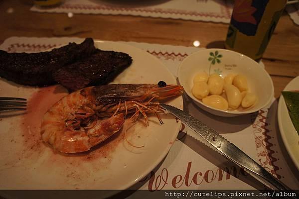 牛海排餐附的明蝦