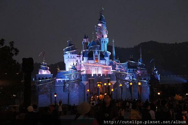 夜晚不同顏色的睡公主城堡