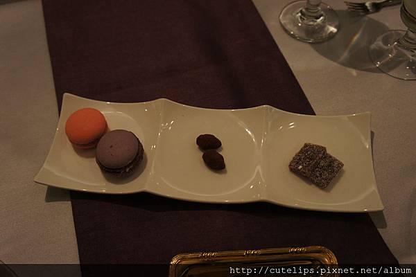 茶點(馬卡龍、巧克力、水果軟糖)