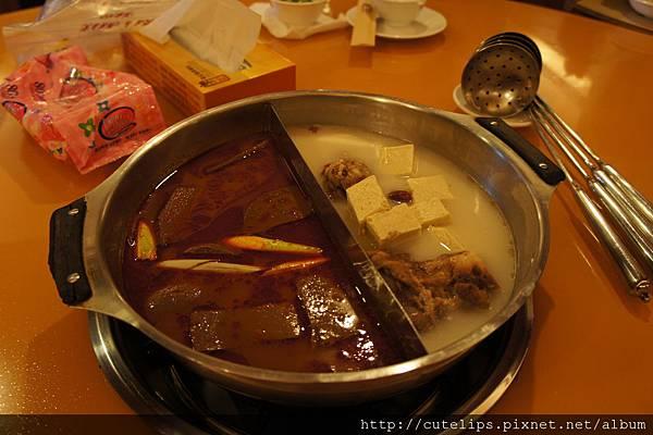 鴛鴦鍋(麻辣+鈣骨)2012/2/28