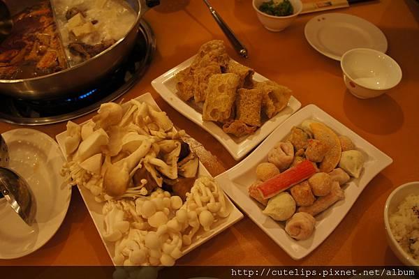 豆皮、餃類及菇類拼盤2012/2/28