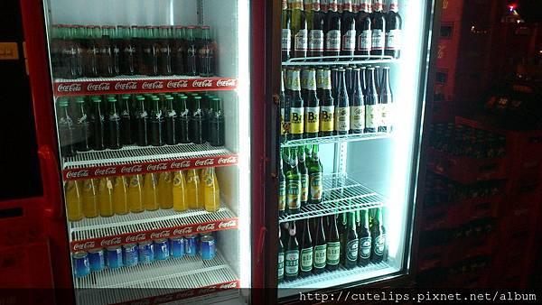 飲料&啤酒櫃(啤酒是要錢的)