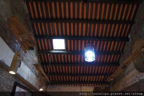 屋頂上有個小天窗