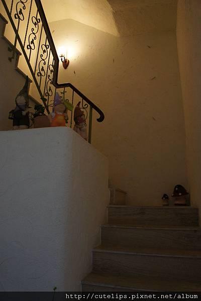 樓梯間的小擺飾